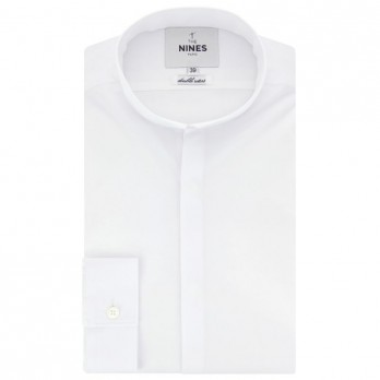 White reverse collar shirt