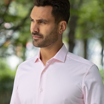 Light pink shark collar shirt with herringbone pattern
